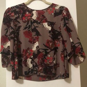 Aritzia floral top slightly cropped size small